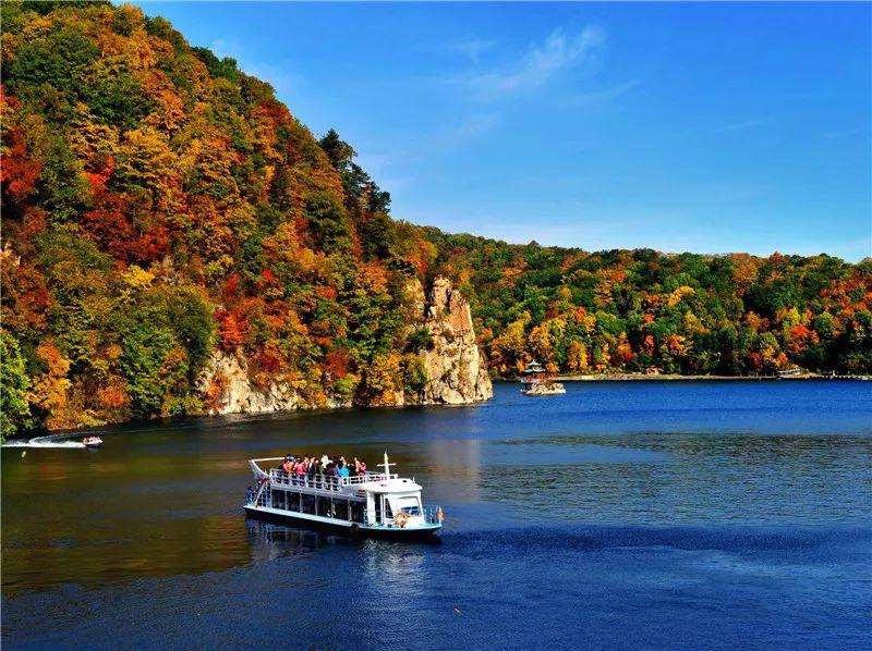 景色迷人的辉南三角龙湾发现秋之魅