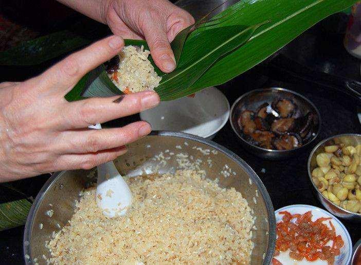 包粽子总漏米?记住这样做, 粽子不仅好吃还不漏米