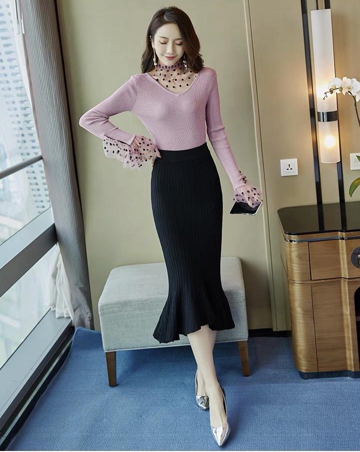 针织裙:豆沙色针织裙搭配波点,走出温柔而又俏皮的设计