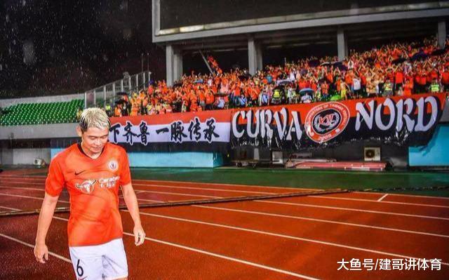 张文钊有情有义,深深鞠躬致谢客队鲁能球迷他已经把鲁能当成家