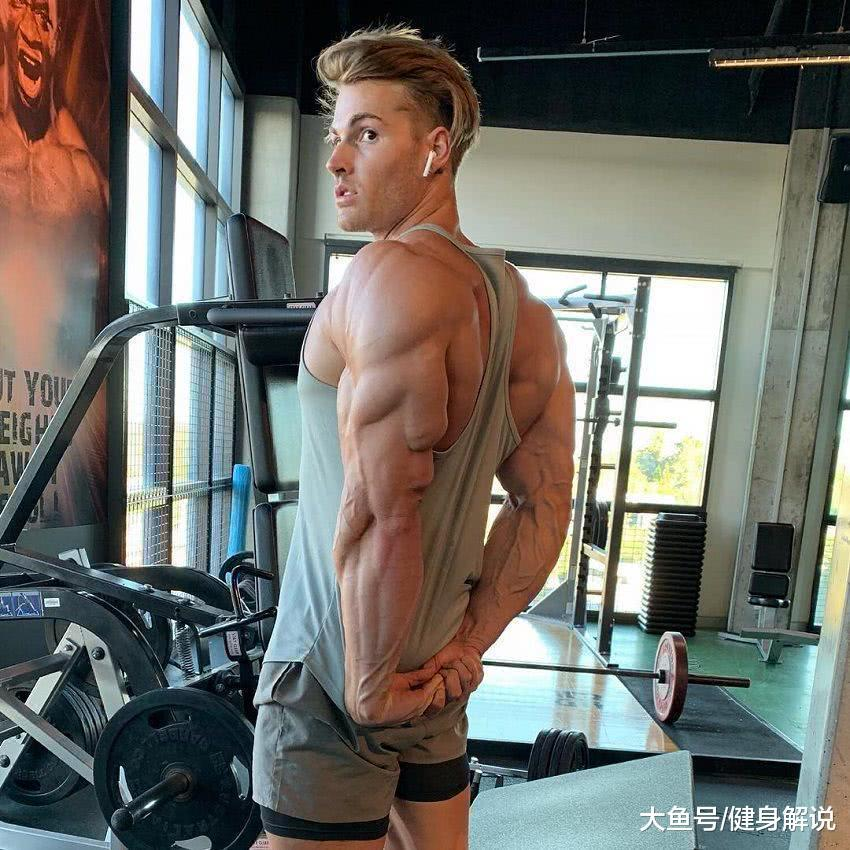 22岁小伙健身七年,自透漏健身窍门,每天吃不跨越40克碳火!