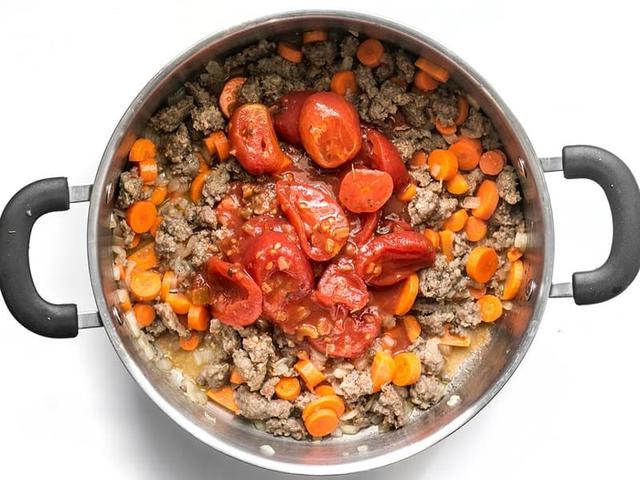 香肠和意大利式饺子汤,创意搭配,营养可口