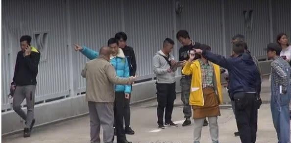 刘德华复出拍戏画里曝光, 片场做批示精神奕奕如沐东风