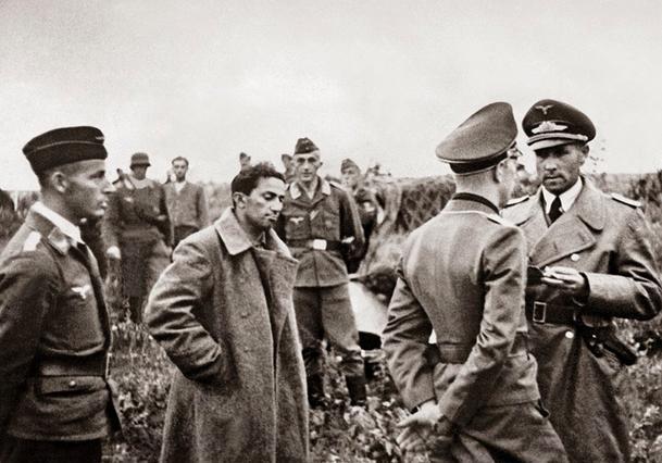 一生赫赫有名的领袖斯大林, 妻子和儿女们的下场却都那么悲惨