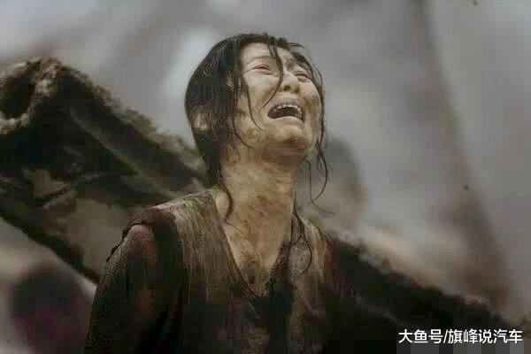 你还记得《唐山大地震》吗?当年为什么妈妈选择救儿子放弃女儿