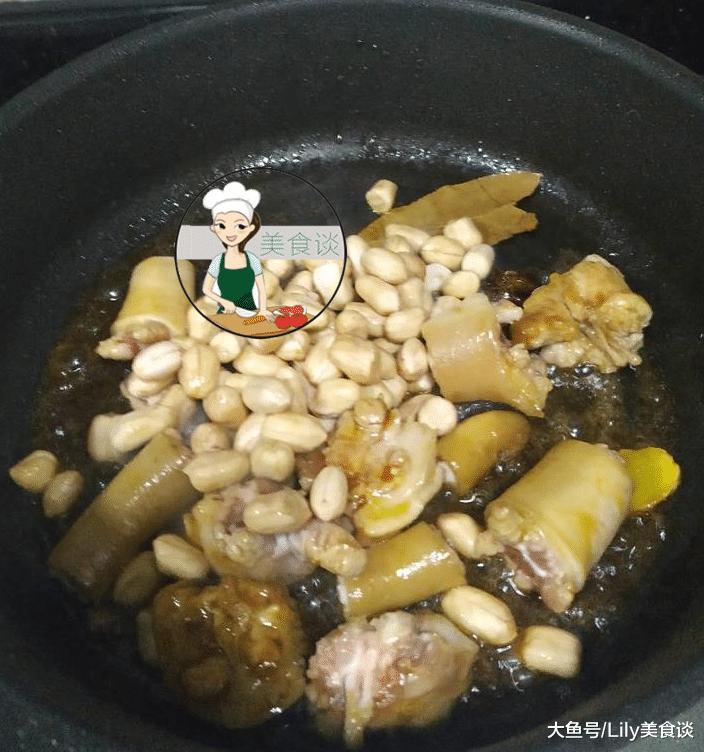 这样砂锅餐桌版的家常焖猪一道就感悟啦,冷天连同年糕一同端上尾巴享蒸花生的v砂锅做好图片
