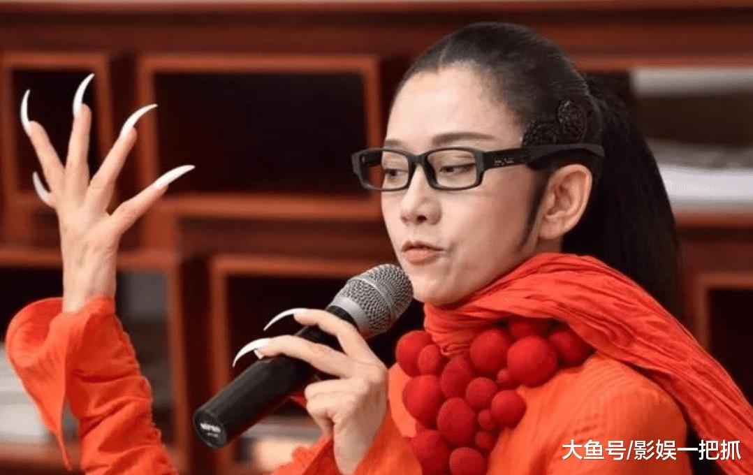 61岁杨丽萍与男徒弟排练照曝光,网友:两人是怎么培养默契的?