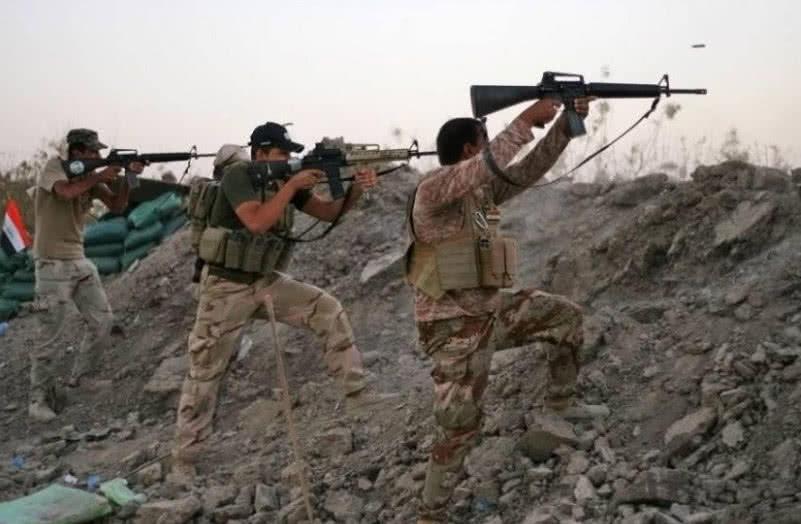 战场中弹还能继续战斗?叙利亚士兵:躺地上无能为力,活命靠运气