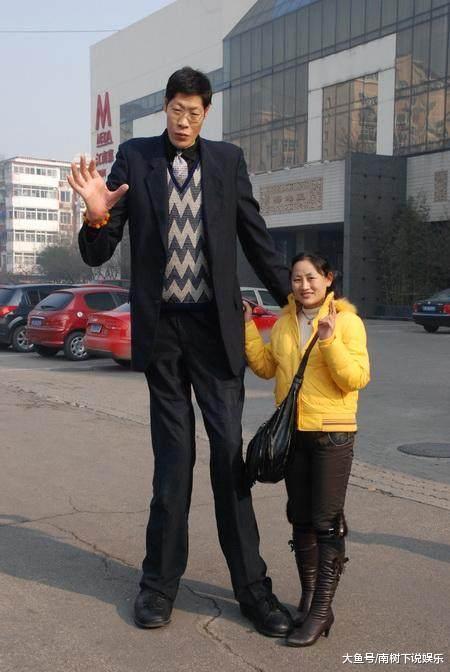 嫁给身高2米42的伟人, 婚后多年皆出消息, 妻子透露不太轻易