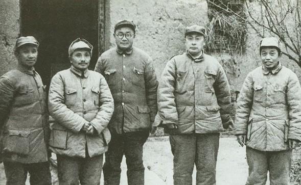 那一战伙食员当哨兵, 通讯员当突击脚, 师长派出了独一的保镳员