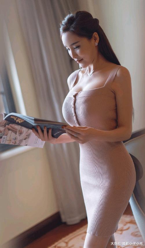 摄影:认真看书的温婉少妇,网友:我只想做那本书