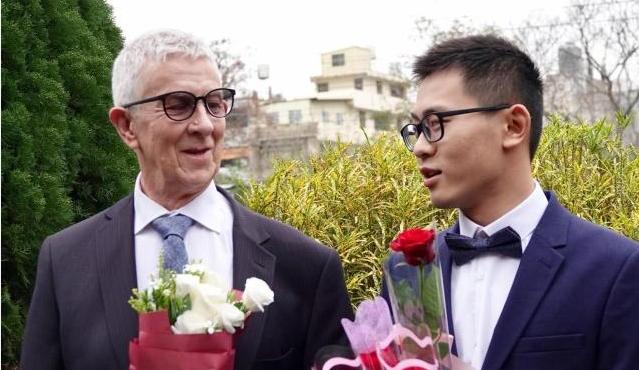 台湾24岁男死和英国75岁男友完婚,婚礼竭诚动人,网友:谁是新郎