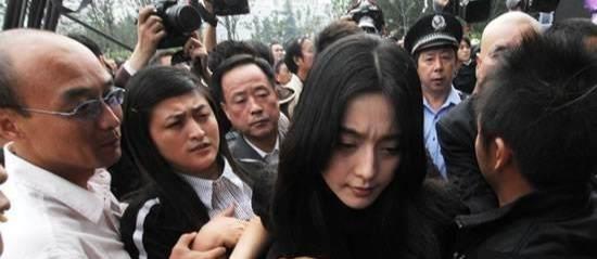 此人葬礼时,赵薇范冰冰两人情绪失控成泪人,一生难以忘怀的男人