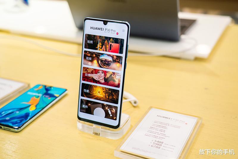 """业内公认的四款""""零差评""""手机,华为有两款,剩下两款很多人没想到"""