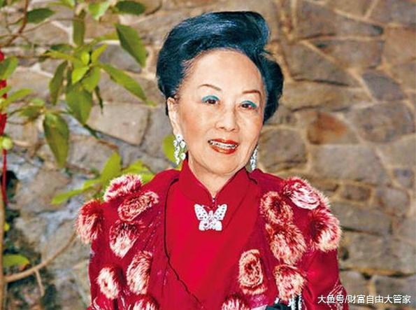 丈夫作古担当数亿产业,掌握机会以钱赚钱,现在成为香港第一阔太
