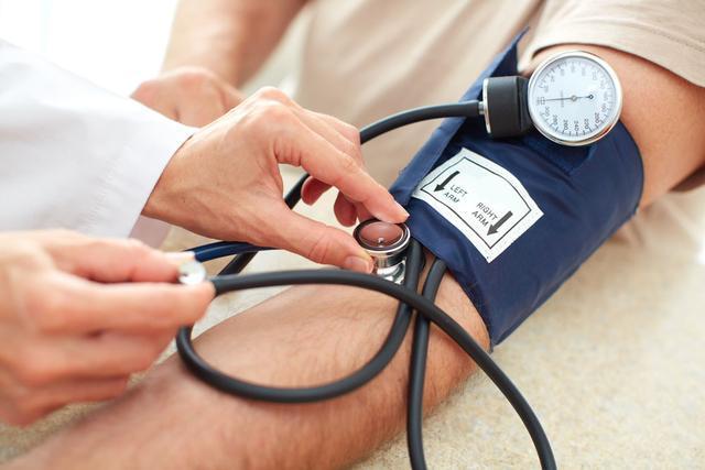 高血压者, 3件事最好别做, 2样东西最好别碰, 易加速脑梗塞!