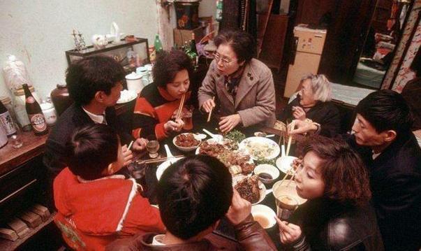 对比30年前的年夜饭, 不是过年没意思了, 而是差年味儿!