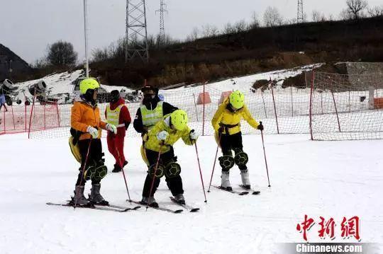 陕西省残疾人冰雪活动系列流动在照金启动