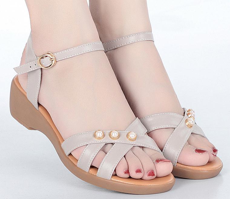 夏天一到鱼嘴凉鞋就火的一塌糊涂,精致洋气显脚小,舒适又养脚