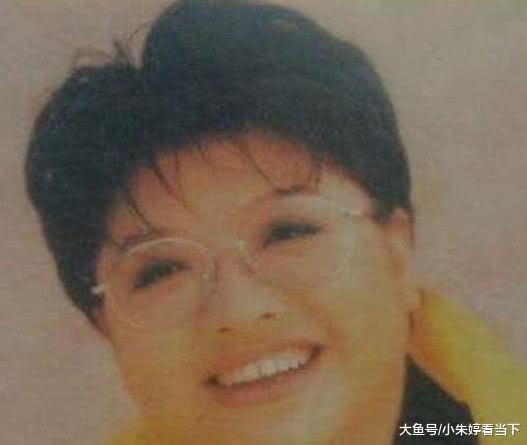 """韩红自称曾是""""校花"""",网友冷嘲热讽,看到照片网友被""""打脸""""!"""