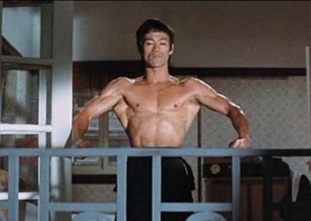 从17岁混黑社会到天天开豪车, 自学三展拳连李小龙都让他三分