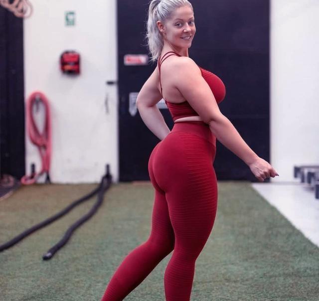 150斤健身女孩有多好? 她直线诱人身段好, 独一缺陷在腿上!