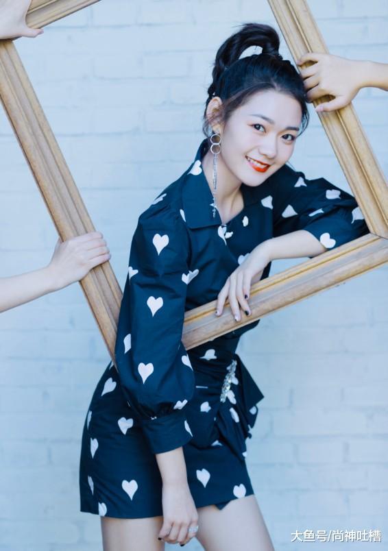 火箭少女段奥娟换个发型, 秒变时尚霸道总裁, 18岁也
