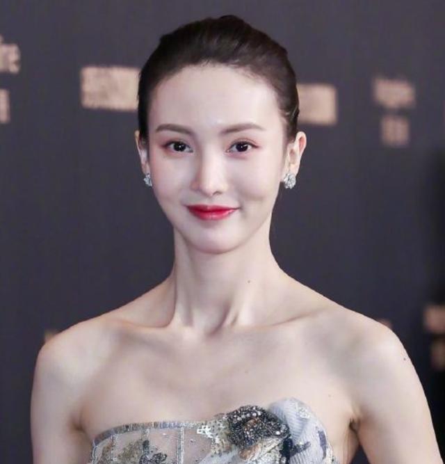 COSMO时尚盛典女明星高清图:baby惊现鱼尾纹,泫雅脱离韩式滤镜