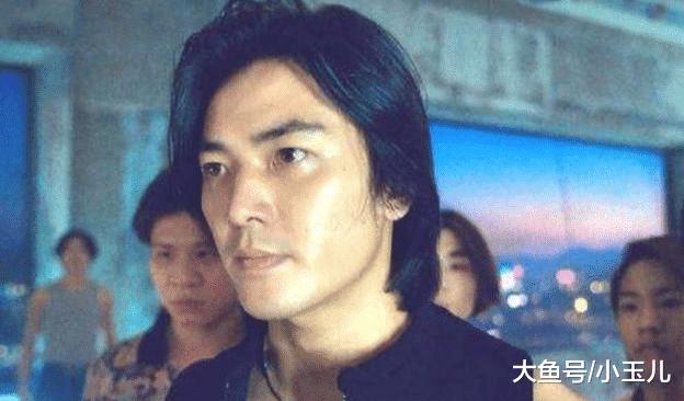 他是陈浩南原型,十几岁出道,一通电话叫上1000小弟,现在抖音卖萌