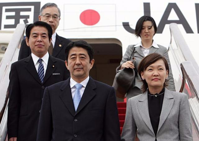 """好国深陷""""关家声波"""", 日本什么态度?"""