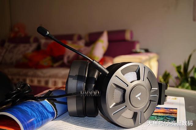 佩戴不压(夹)头,还带RGB灯效,雷柏VH510头戴式耳机