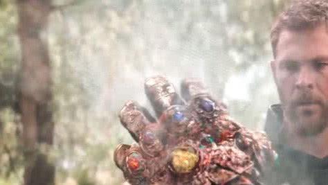 复联3灭霸打完响指并非毫发无伤,和绿巨人一样,整条手臂废了