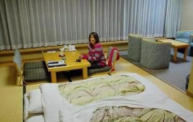 日本人家里有床,却偏偏偏偏要睡天板,本来背后另有那么一重本果