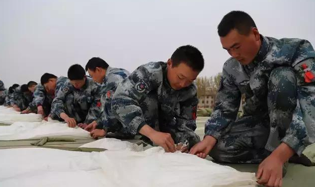 出有错, 那便是我们中国空降兵的脚!