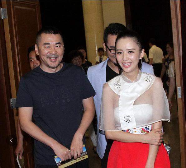 当96斤江疏影撞上84斤佟丽娅,终于明白人妻与熟女差距有多大!