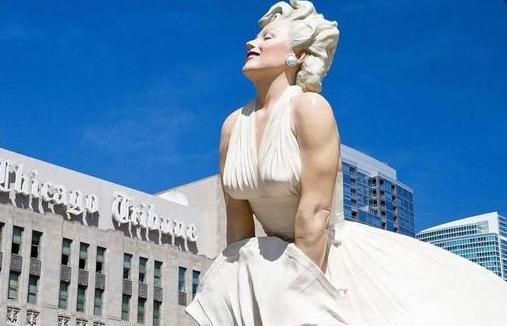 """世界上最""""尴尬""""的雕像,造价高达500万,因游客行为不雅300天后被拆除!"""