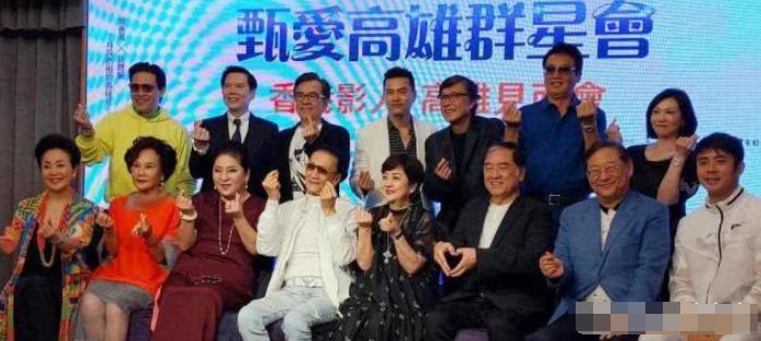 """83岁谢贤现身台北参加前妻影展,身材健硕造型犀利,可是头顶却""""亮""""了"""