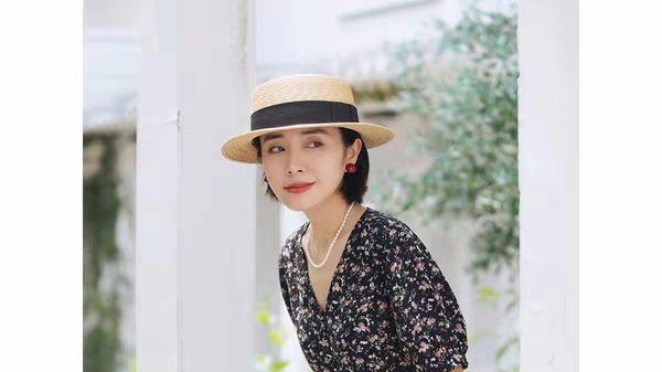 连衣裙就是女人的最爱,展现出夏季的风情,堪称优雅的代名词