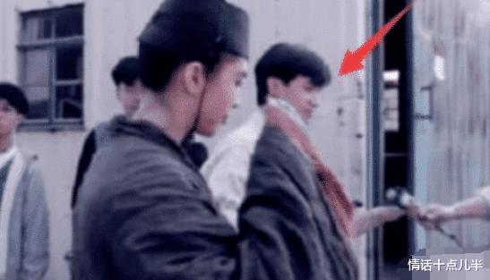 王祖贤多年前剧照流出,有谁注意过她旁边的小记者?如今成一线巨星