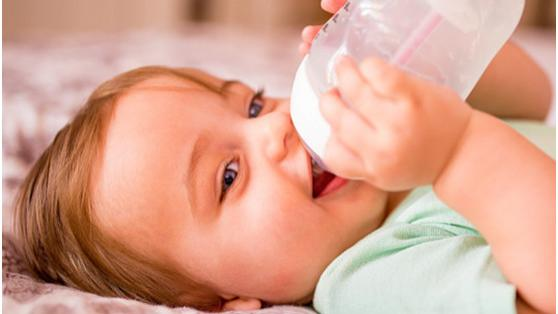 宝宝配方奶粉喝到多大?补充均衡营养是目的,应依据情况斟酌