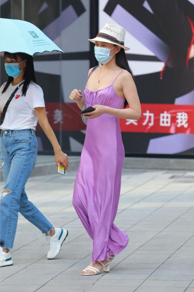 别具一格的紫色真丝裙,小吊带看着像挂