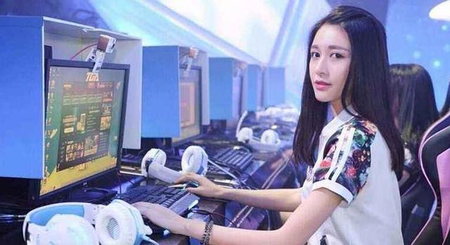 梦三国2官网_LOL:站在大神背后的女人,为啥职业玩家的女友一个比一个好看?