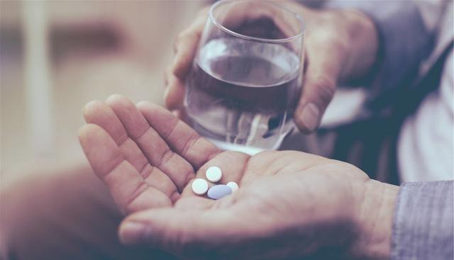 该不该吃维生素类保健品?4类人购买保健品,还需三思