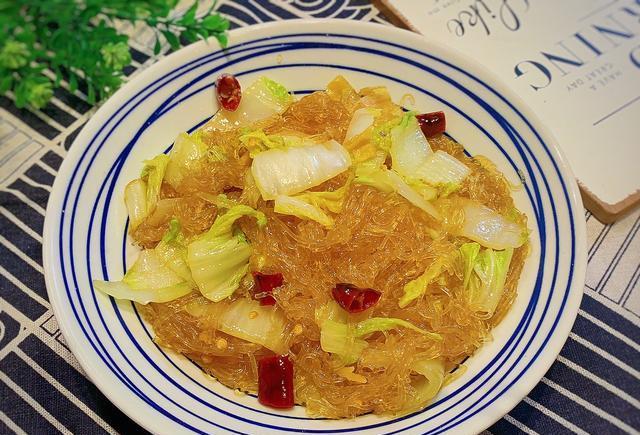变形金刚塞伯坦之战_十一月,这菜焖一焖3分钟就好,鲜美到流口水,全家都爱吃