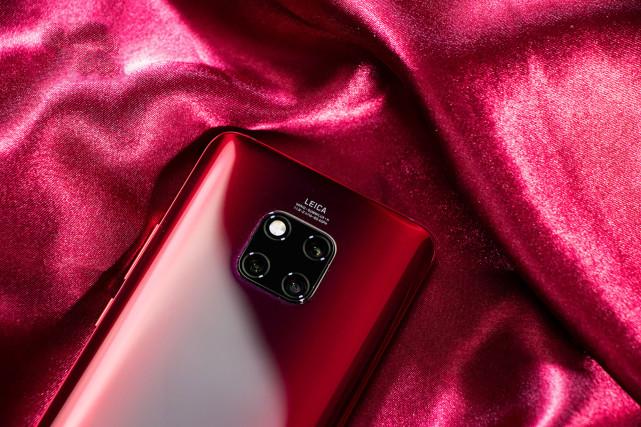 华为Mate20Pro前置2400万摄像头,支持AI智能美 数码百科 第1张