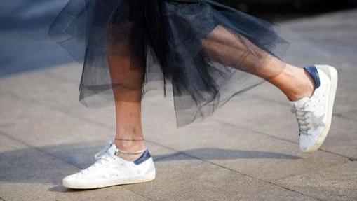 """别再穿烂大街的小白鞋了!试试这款""""百搭鞋"""",宋茜景甜都上头了"""