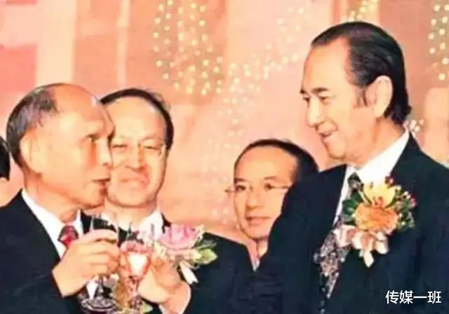 霍家儿孙满堂为97岁吕燕妮送终,比起赌王葬礼,一家人整整齐齐