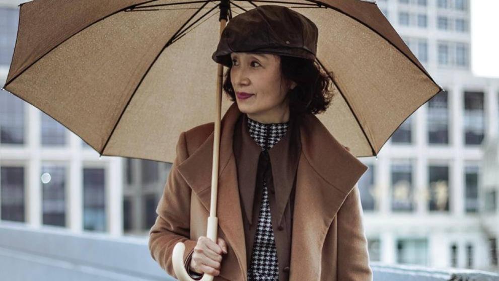 中年女人大衣怎么穿才高级?请参考三木妈妈的穿搭,优雅显气质