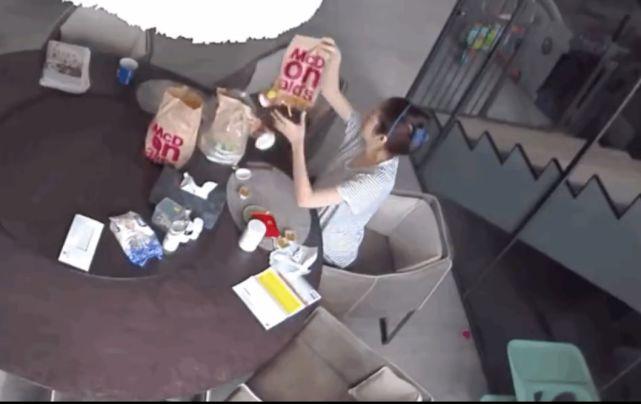 麦当劳道歉了,安以轩点麦当劳外卖被烫伤监控视频曝光让人后怕 烫伤 安以轩 单机资讯  第4张