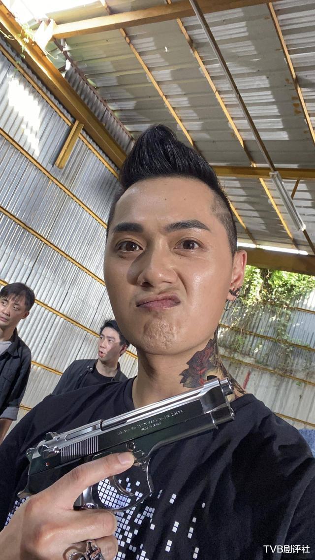 TVB花旦时隔16年出演《陀枪师姐5》回忆涌出冻龄美貌惹人羡慕插图2